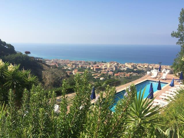 Pool,View,Garden,4km from Tropea - Tropea - Apartamento