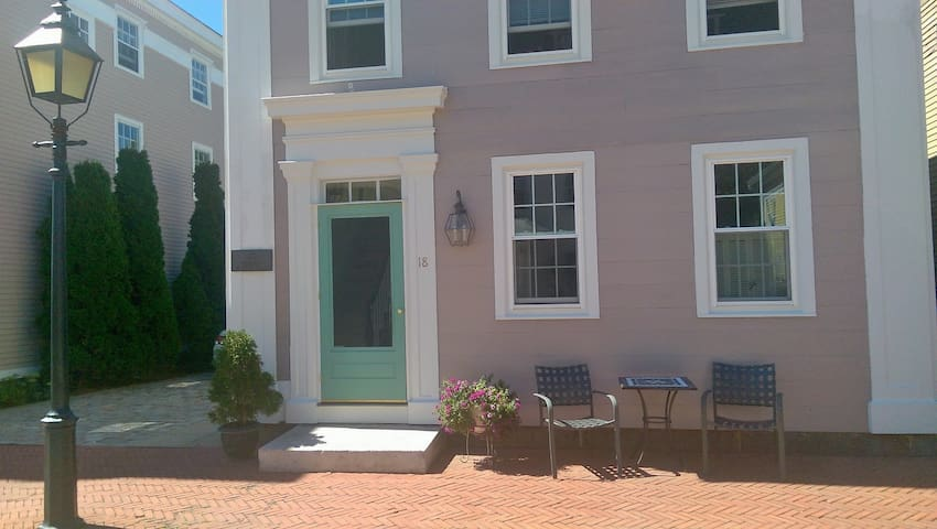 Private bed, bath,  - New London,CT - New London - Dom