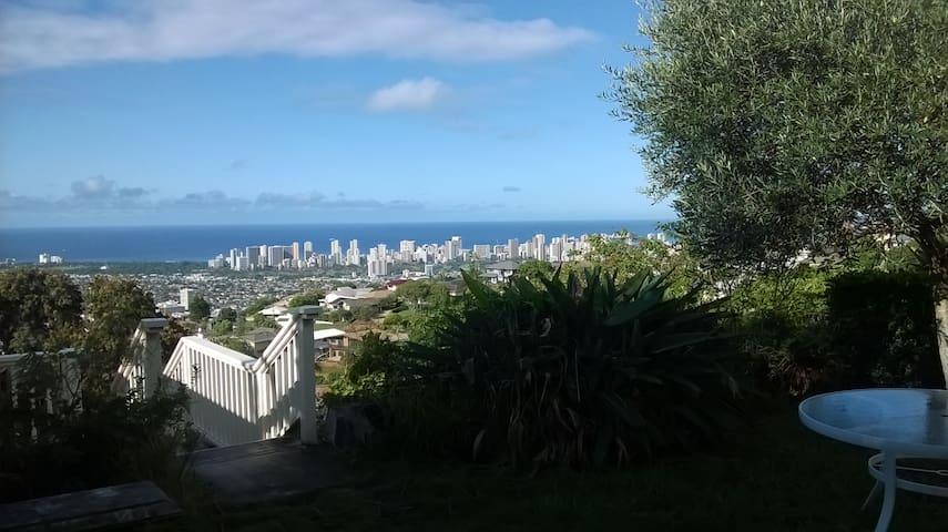 Behind Diamond Head With a 180 View - Honolulu - Bed & Breakfast