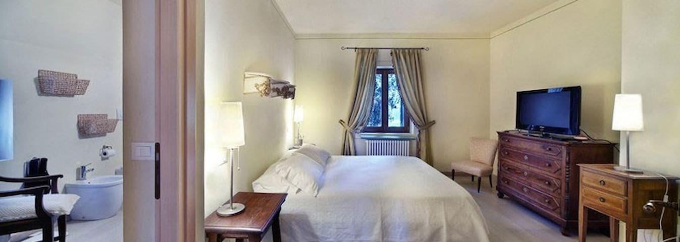 Massimago - Casa Olivo - Mezzane di Sotto - 家庭式旅館