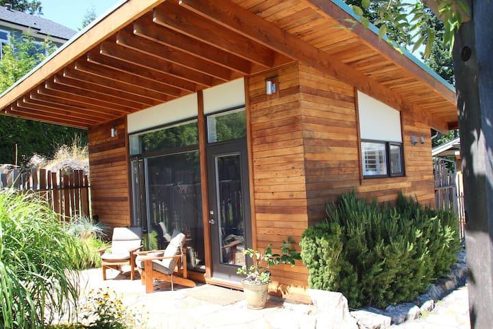 Sustainably Designed Garden Studio - Bowen Island