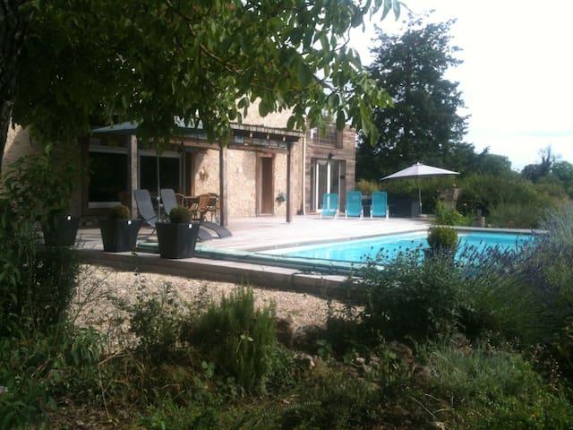 MAISON DE CAMPAGNE AVEC PISCINE - La Chapelle-aux-Saints - Casa