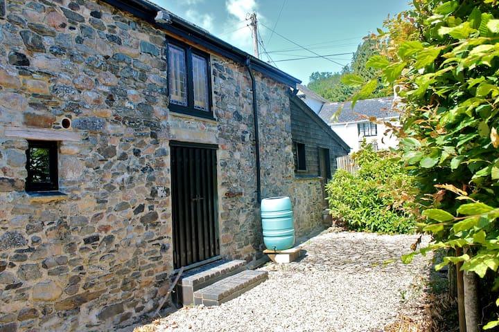 Beards Barn - in tranquil hamlet - Lower Combe - Ev
