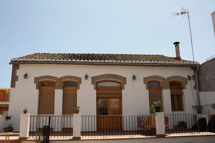 BONITA CASA PARA 5 PERSONAS+TOALLAS+SÁBANAS+WI-FI - Valencia - Casa
