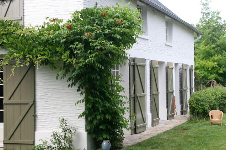 House with tenniscourt 90km/ Paris - Bonnières - Hus