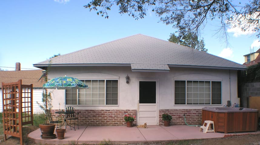 Carriage House Cottage - Silver City - Hus