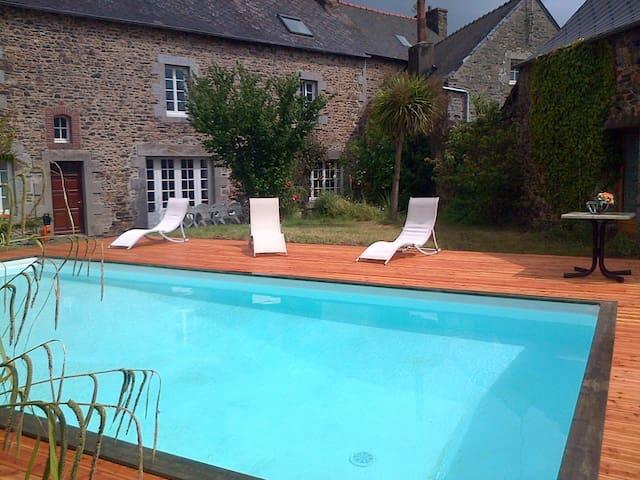 Grande maison avec jardin et piscine - Lanvollon