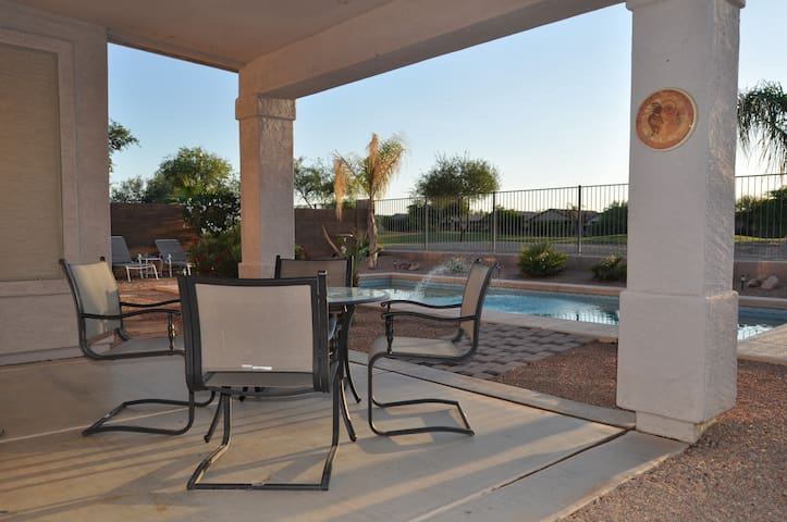 Private heated pool on golf course! - San Tan Valley - Hus