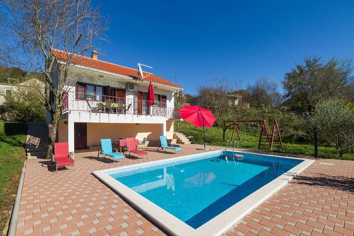 House with a pool near Split - Trilj - 獨棟