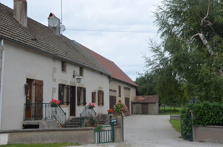 Maison du Val vers Beaune/Autun, vignes et Morvan - Épinac