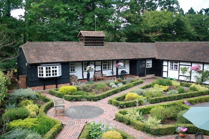 Country cottage nr Guildford/Woking - Guildford