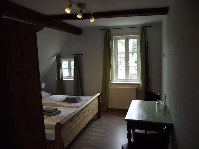 hübsche  Zimmer mit D/WC - Amelinghausen - 家庭式旅館
