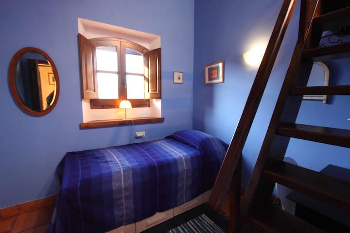 Casa Rural room with mountain view - Pau - Radhus