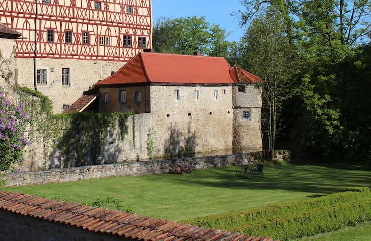Manor by the moated castle - Unsleben - Kasteel