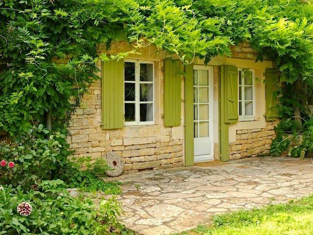 Cosy villa in Poitou Charentes pool - Clussais-la-Pommeraie - Casa