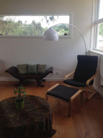 Simple Modern Country Living - Chewton - Ev