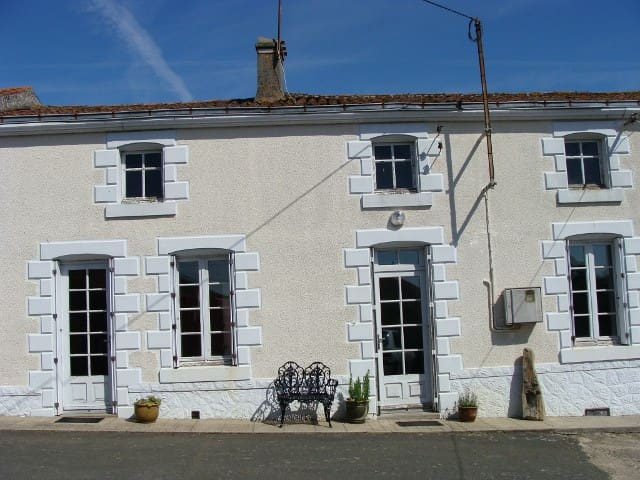 Triple Room and Private Shower-room - Scillé - Bed & Breakfast