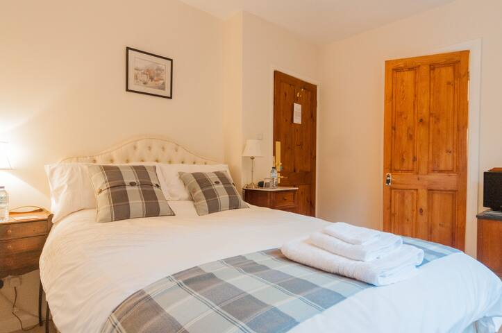 Cosy bedroom with en suite shower - Melton Mowbray - Bed & Breakfast