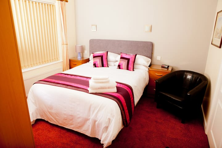 Double ensuite room - swallownest , sheffield - Bed & Breakfast