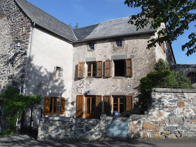 Chambre et mezanine chez l'habitant - Chalinargues - Huis