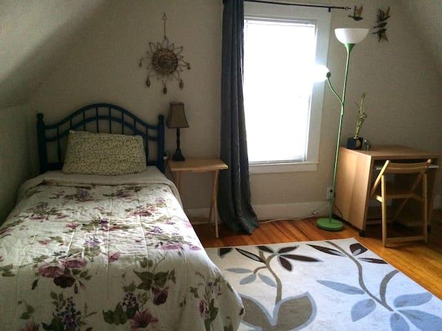 Private Room,35 mins drive 2 boston - Lawrence