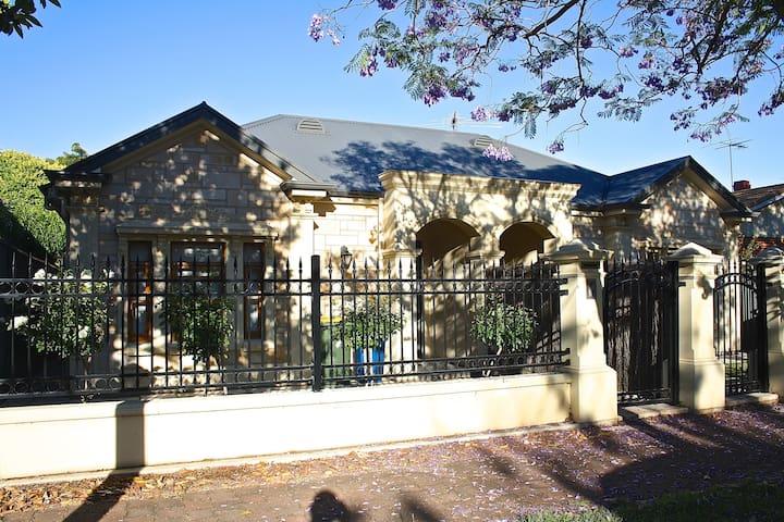Cosy Modern House in Unley - Unley - Casa