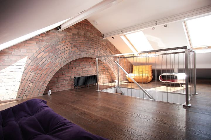 Beautifully Designed Old Town House - Swindon
