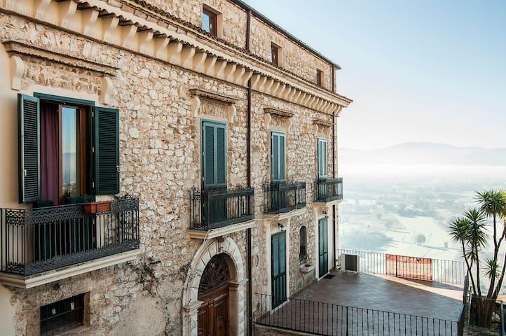 Affascinante appartamento in villa - Loc Caprile, Roccasecca - アパート