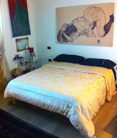 bedroom and bathroom - San Giuseppe - Apartamento