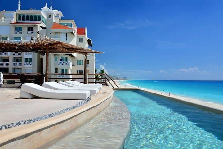 Ocean Front Suites 1 Cancun Plaza - Cancún - Apartemen