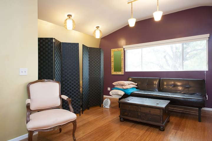 Beautiful Cottage with Modern Flair - north hollywood - 一軒家
