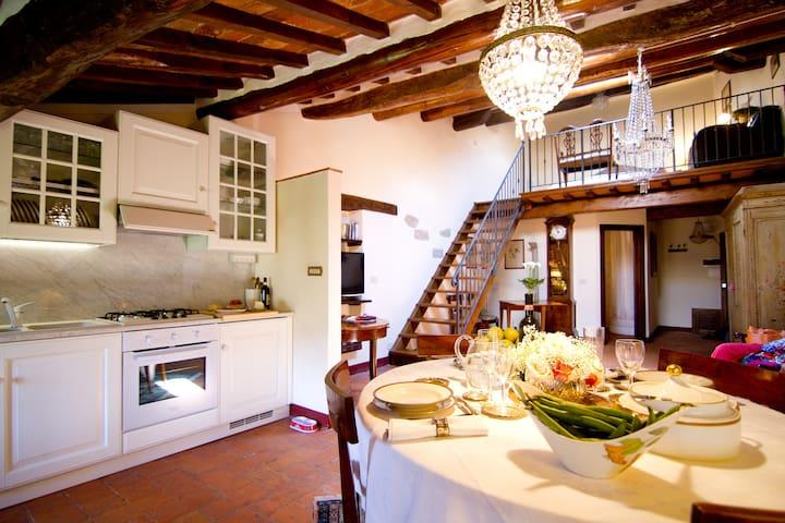 Tuscan charm in historical center - Castiglion Fiorentino - Daire