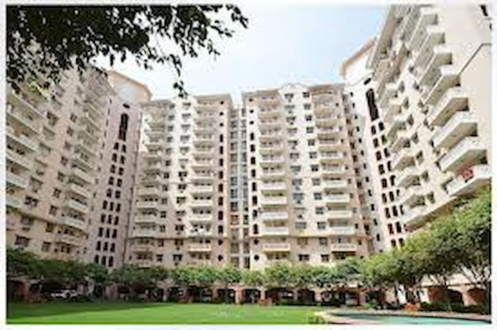 Room with balcony & shared kitchen - Gurgaon - Appartement