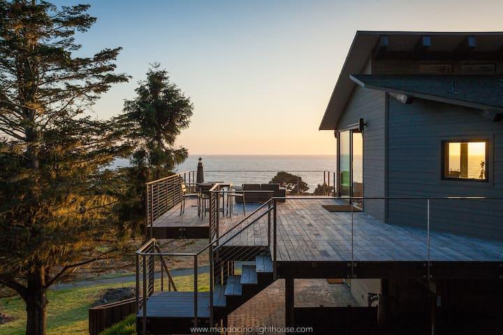 MendocinoLighthouse-seaside retreat - Mendocino