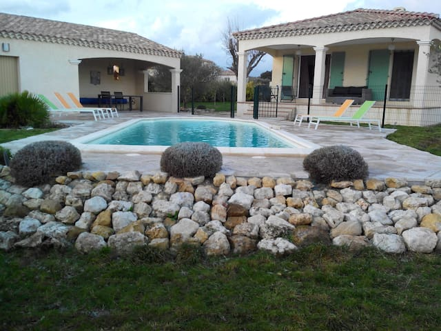 4 BR Villa Uzes In Southern France - Garrigues-Sainte-Eulalie - Hus