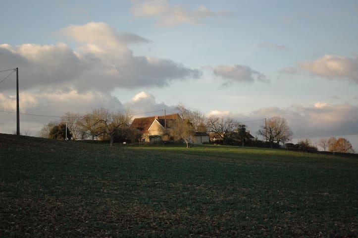 Charming scenic 18th century farm - Ajat - Hus