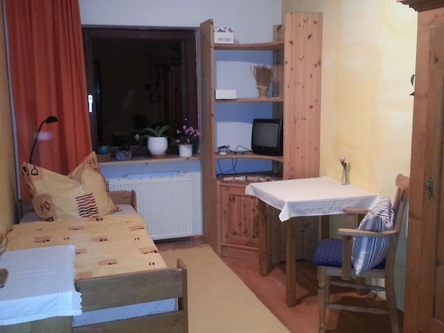 Gemütliches Zimmer im Einfamilienh. - Nürnberg - Bed & Breakfast