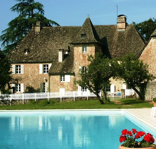 Chateau in heart of France for 20 - Saint-Privat - House