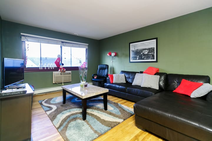 2 Queen Bed Apartment 25 Minute Train from NYC! 1E - Yonkers - Departamento