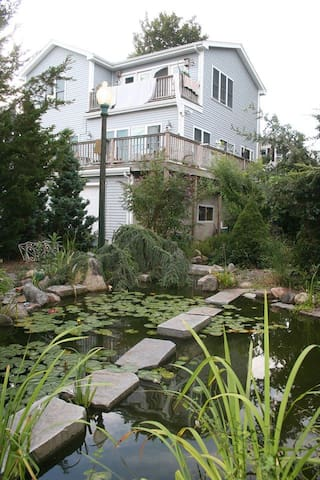 Karen's Sanctuary ;)-~ - New Bedford - Bed & Breakfast
