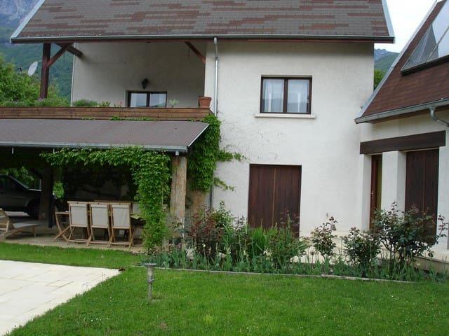 Une maison aux pieds des montagnes - Le Touvet