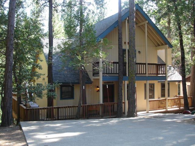 Friends Lodge in Yosemite NP 2303sf - Wawona