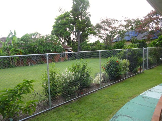 Enjoy this massive home - close to shops bus city - Lutwyche - Huis
