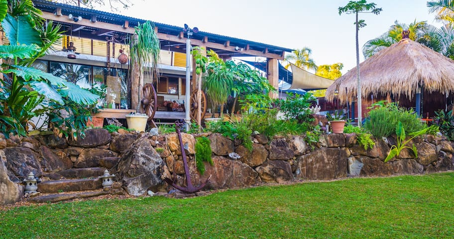 Beachfront Bed&Breakfast(1-3 rooms) - Slade Point - Bed & Breakfast