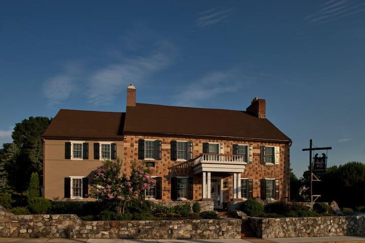 Historic Smithton Inn - Group Stay - Ephrata - Bed & Breakfast