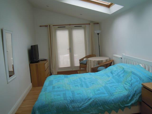 Comfortable, self-contained flatlet - free parking - Cambridge - Apartemen
