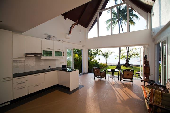 Absolute Beachfront Villa - Ko Chang - Willa