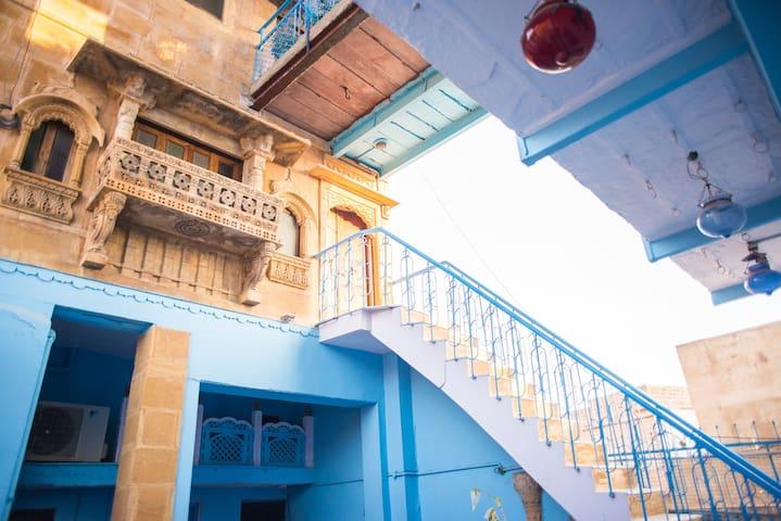 OLD HAVELI  JODHPUR, THE BLUE HOUSE - Jodhpur - Aamiaismajoitus
