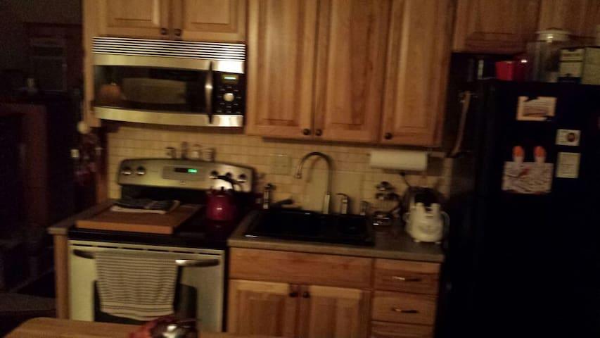 Clean cozy-warm-inviting apartment - Madison - Departamento