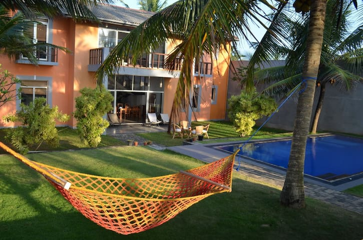 Thambili Beach House - Beach fronted with a pool - Kandana - Domek parterowy